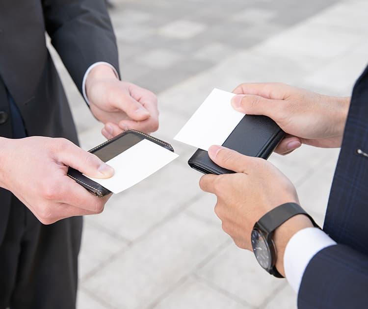 就職活動での名刺交換の仕方のアイキャッチ画像